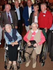 Katharina Freese (1. Reihe v.l.), Margarete Strömer, Walter Klix (2. Reihe v.l.), Günter Peters, Prof. Dr. Dietrich Werner, Christa Herzog und Söhnke Reents trafen sich zum Erinnerungsfoto
